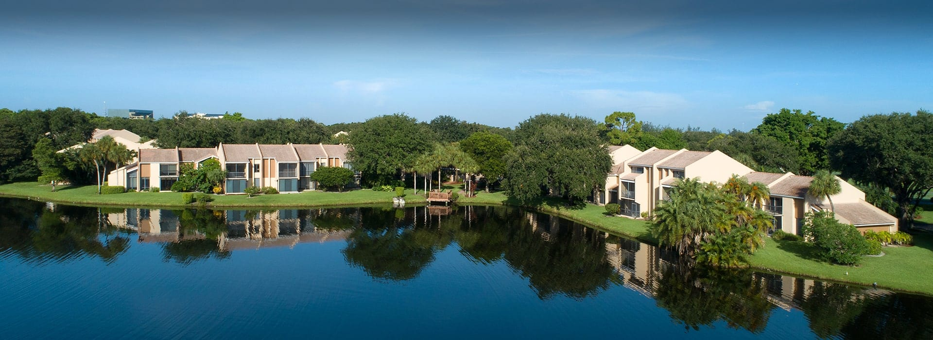 Pinelake townhomes with garden, lake and golf course views